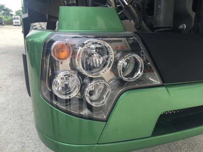 Đèn pha xe Howo A7 4 chân